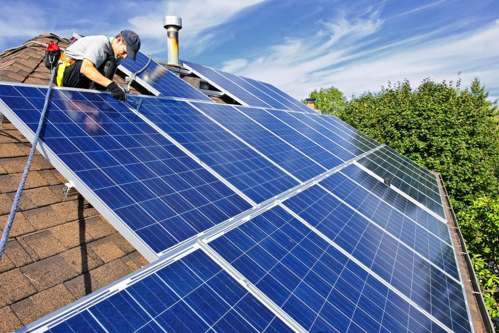 Jakie korzyści daje energia pozyskiwana z naturalnego promieniowania słonecznego?